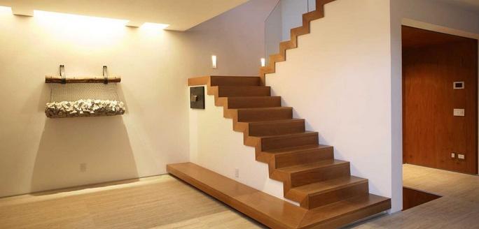 На главной фото лестницы